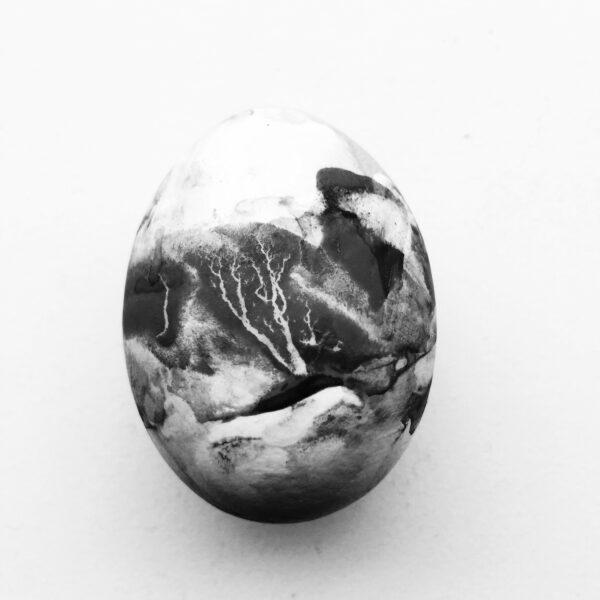 PP_egg b:w